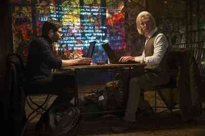 The Fifth Estate - Picture 3