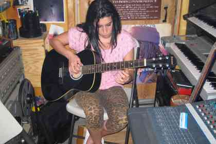 Amy - Picture 7