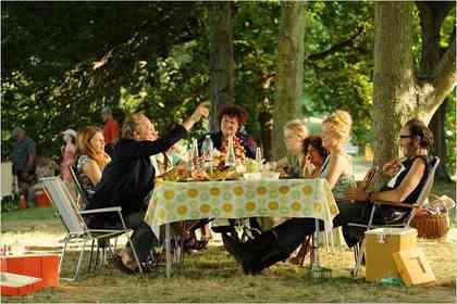 Une Famille à louer - Picture 6