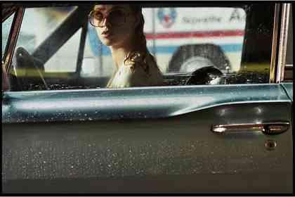 La Dame dans L'auto avec des Lunettes et un Fusil - Picture 11