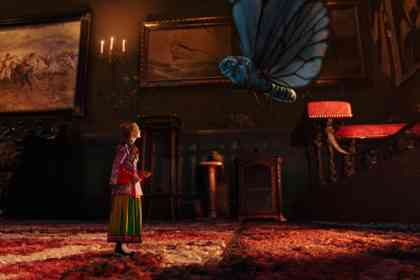 Alice Through the Looking Glass - Picture 5