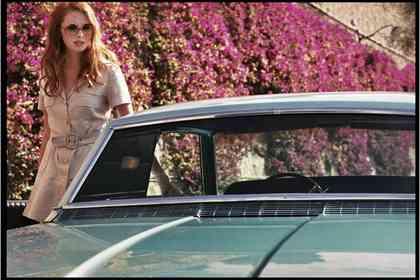 La Dame dans L'auto avec des Lunettes et un Fusil - Foto 9