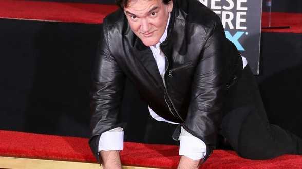 Quentin Tarantino laisse ses empreintes sur un trottoir de Hollywood - Actu