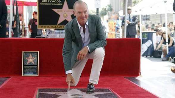 Hollywood rend hommage à la carrière en dents de scie de Michael Keaton - Actu