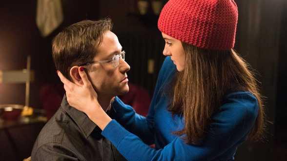 Snowden par Oliver Stone, cinéaste lanceur d'alerte - Actu