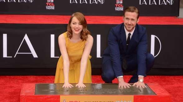 Ryan Gosling et Emma Stone laissent leurs empreintes à Hollywood - Actu