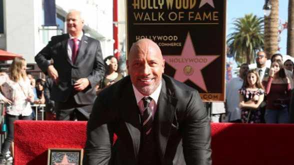 Dwayne The Rock Johnson a les honneurs d'une étoile à Hollywood - Actu