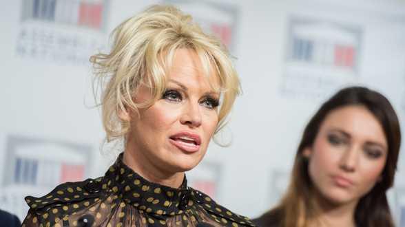 Pamela Anderson quitte Adil Rami, qui menait une double vie - Actu