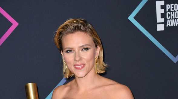Scarlett Johansson croit en l'innocence de Woody Allen et prend sa défense - Actu