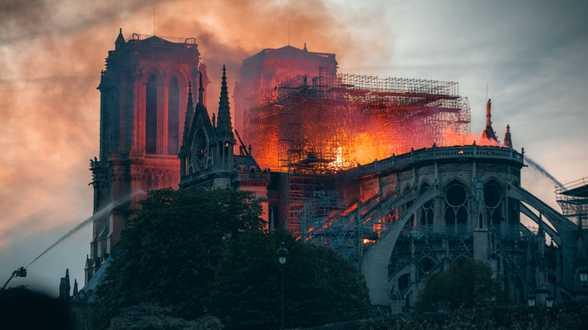 L'incendie de Notre-Dame de Paris va faire l'objet d'une série TV en anglais - Actu