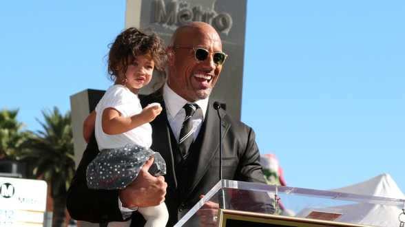 Dwayne Johnson élu Papa le plus cool de 2019 - Actu
