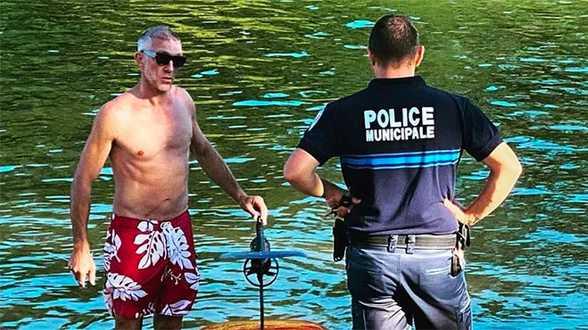 Vincent Cassel réprimandé par un policier car il volait (au-dessus de l'eau) - Actu