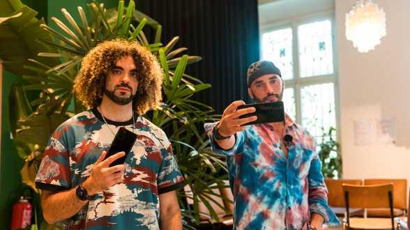 Adil & Bilall s'associent une fois de plus à Point of U et Samsung dans le cadre d'un deuxième concours de création de contenu - Actu