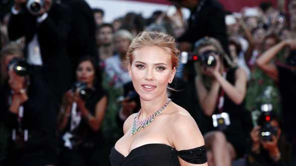 Scarlett Johansson réagit et dénonce les remarques sexistes lors d'interviews - Actu