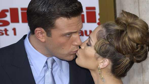 Jennifer Lopez et Ben Affleck échangent leur premier baiser en public - Actu