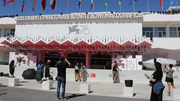 Mostra de Venise 2021 : une première journée bien chargée entre Almodovar et Jane Campion - Actu