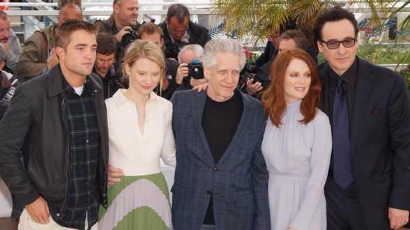 Maps to the Stars: Robert Pattinson, Julian Moore, Mia Wasikowska, John Cusack... David Cronenberg unit les talents! (Photos) - Actu