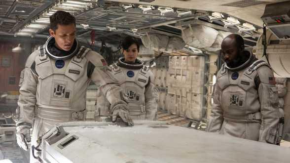 Interstellar : Christopher Nolan stelt wat teleur... maar dat aspect is - letterlijk - niet zwaarwichtig. - Bespreking