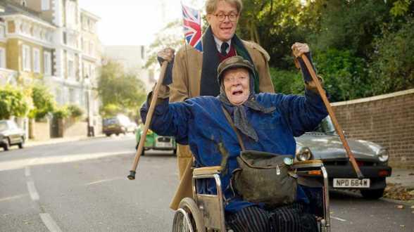 The Lady in the Van: Maggie Smith als clochard - Bespreking