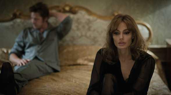 Angelina Jolie en Brad Pitt gaan scheiden na 2 jaar huwelijk - Actueel