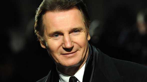Liam Neeson voelde zich 'volstrekt belachelijk' in onesie - Actueel