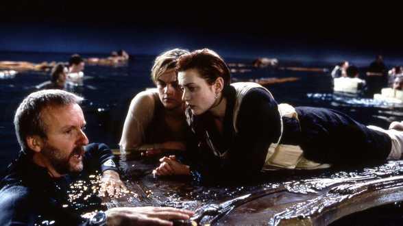 James Cameron spreekt zich uit over veelbesproken einde van 'Titanic': Film is kunst, geen fysica - Actueel