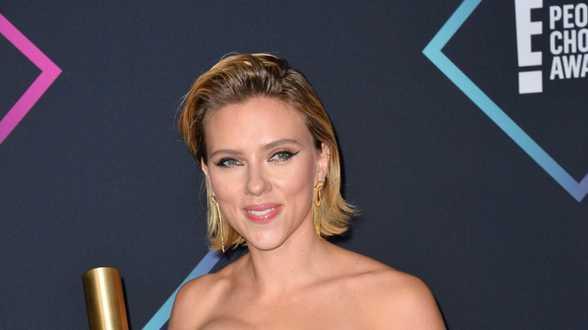 Scarlett Johansson in de prijzen op People's Choice Awards - Actueel