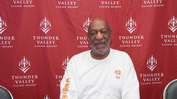 Bill Cosby woest op verzekeraar na nieuwe schikking met vermeend slachtoffer: AIG verwoest mijn gezin - Actueel