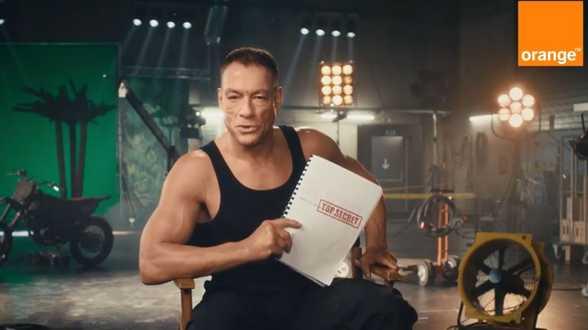 Jean-Claude Van Damme laat zich door het publiek regisseren - Actueel