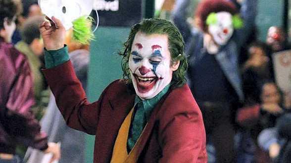 Commotie over muziek van veroordeelde artiest Gary Glitter in 'Joker' - Actueel