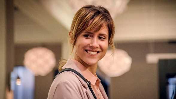 'Familie'-actrice wordt yoga-experte op nieuwe zender - Actueel