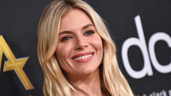 Sienna Miller doet vreemde bekentenis over haar ex-vriend Jude Law - Actueel