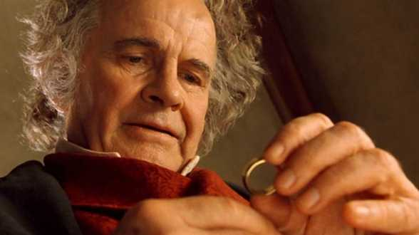 Ian Holm, die Bilbo Baggins speelde in The Lord of the Rings, is overleden - Actueel