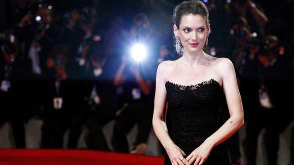 Winona Ryder: Johnny Depp was nooit gewelddadig tegen mij - Actueel