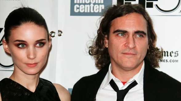 Joaquin Phoenix vernoemt zijn zoon naar zijn overleden broer River - Actueel