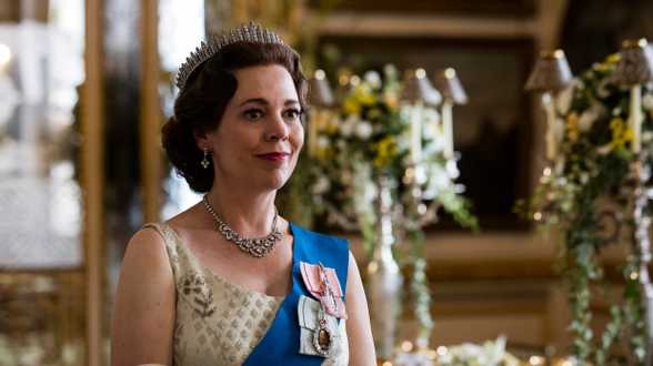 Maak het wachten op seizoen 4 van The Crown dragelijker met deze 5 series - Actueel