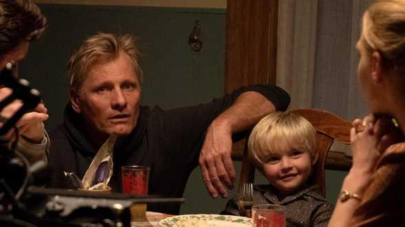 Viggo Mortensen toert met auto door Europa ter promotie nieuwe film - Actueel