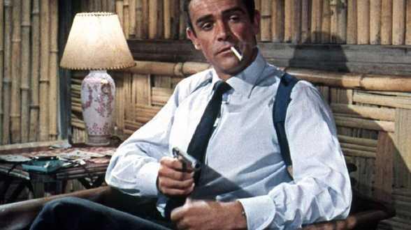 Filmrekwisieten, waaronder eerste James Bond-pistool van Sean Connery, worden geveild - Actueel