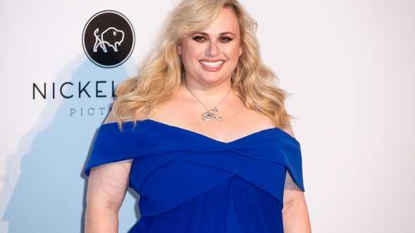 Rebel Wilson spreekt uit over hoe mensen haar behandelen na gewichtsverlies - Actueel