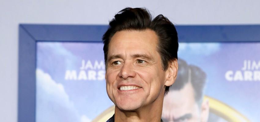 Après Brad Pitt, c'est à Jim Carrey de se moquer de Trump