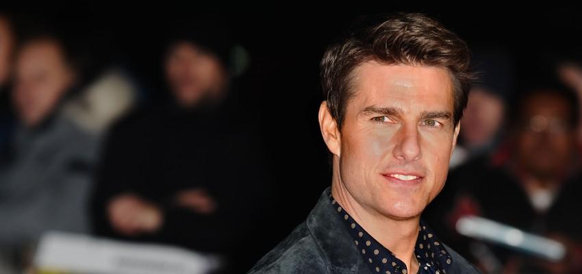 Tom Cruise filmé assis tranquillement sur le toit d'un TGV