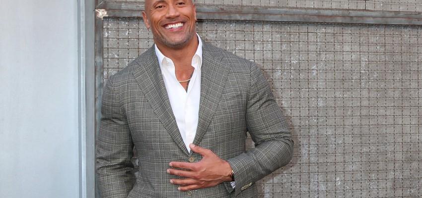 Dwayne Johnson alias The Rock s'est retrouvé coincé dans une Porsche sur un tournage