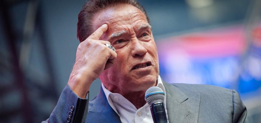 Arnold Schwarzenegger ontvangt coronavaccin